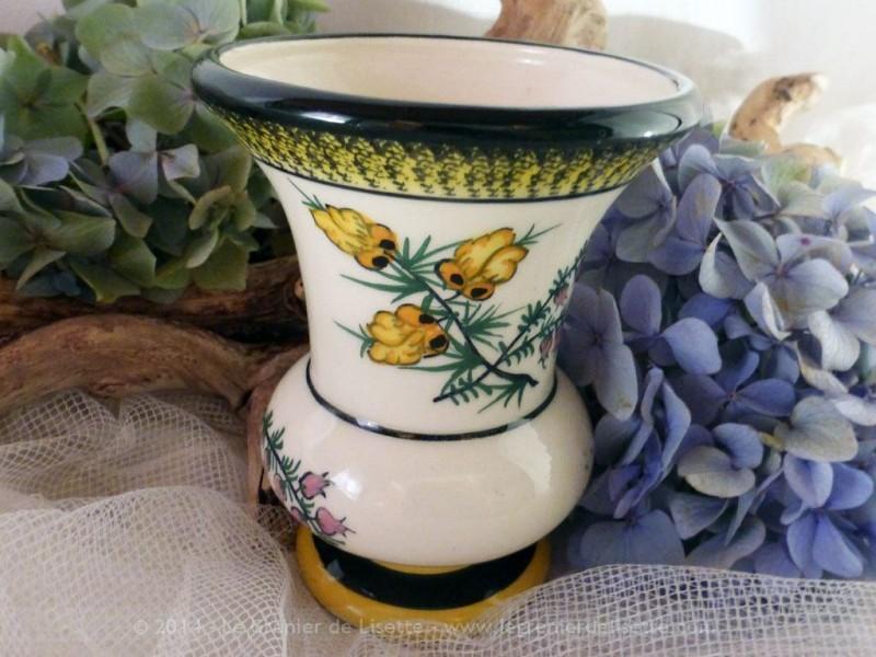 vendu petit vase de la fa encerie henriot quimper le grenier de lisette. Black Bedroom Furniture Sets. Home Design Ideas