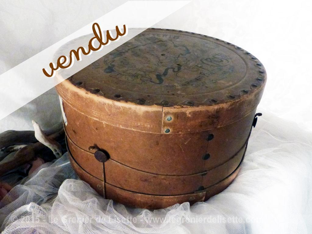 ancienne boite panettone comme boite chapeau le grenier de lisette. Black Bedroom Furniture Sets. Home Design Ideas