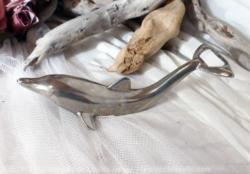 décapsuleur en métal en forme de dauphin