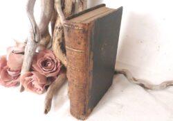 livre ancien avec belle reliure cuir datant de 1857 dont le titre est Les drames Intimes Contes Russes de X Marmier