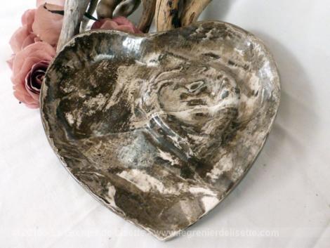 assiette een forme de coeur n céramique signée