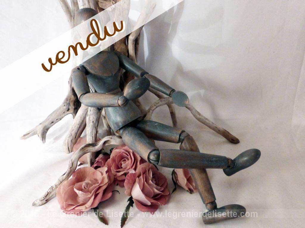 mannequin bois articul avec patine le grenier de lisette. Black Bedroom Furniture Sets. Home Design Ideas