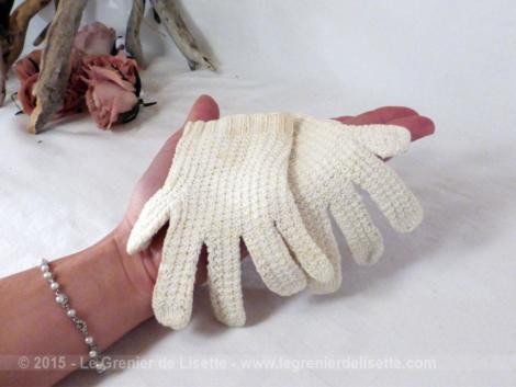 anciens gants faits main pour bébé