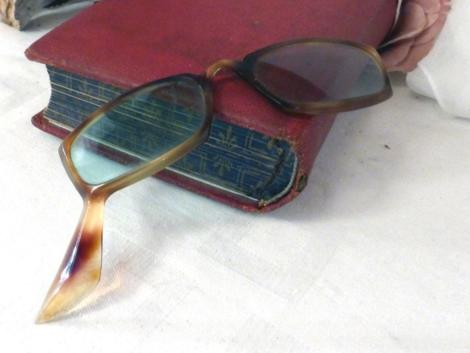 anciennes paire de lunettes originale à une branche en bakélite
