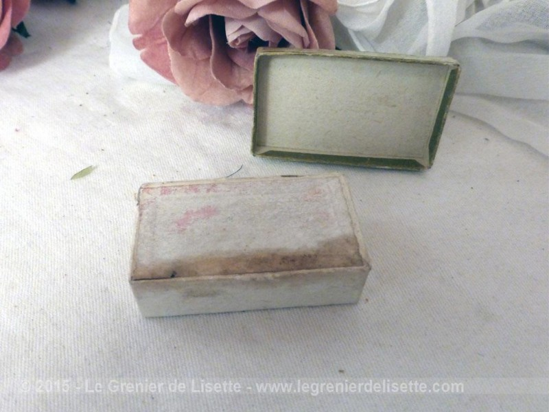 ancienne petite boite bijoux en carton le grenier de lisette. Black Bedroom Furniture Sets. Home Design Ideas