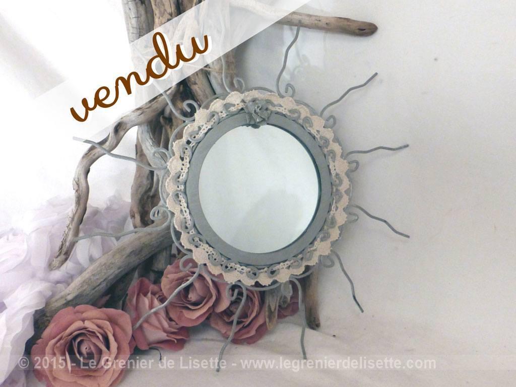 Petit miroir soleil shabby le grenier de lisette for Petit miroir soleil