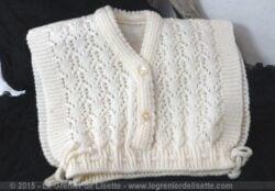 Ancienne brassière bébé laine