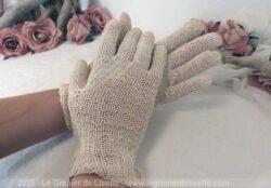 Paire de gants vintage en laine écru.