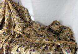 Ancien couvre lit des années 70, pour lit cosy de 85 cm maximum.