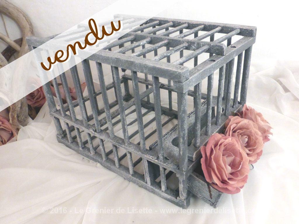 ancienne petite cage en bois patin gris le grenier de lisette. Black Bedroom Furniture Sets. Home Design Ideas