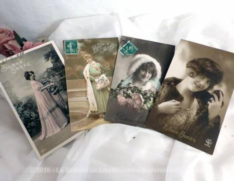 Quatre cartes postales anciennes femmes Bonne Année