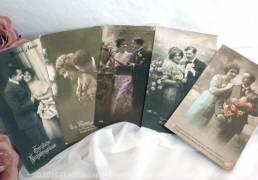Lot de 5 cartes postales anciennes couple d'amoureux aux fleurs.