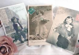 Lot de 3 cartes postales anciennes d'enfants fête et fleurs
