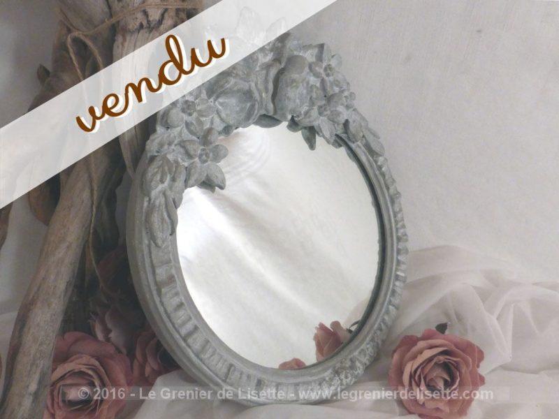 miroir shabby couronne fleurs le grenier de lisette. Black Bedroom Furniture Sets. Home Design Ideas