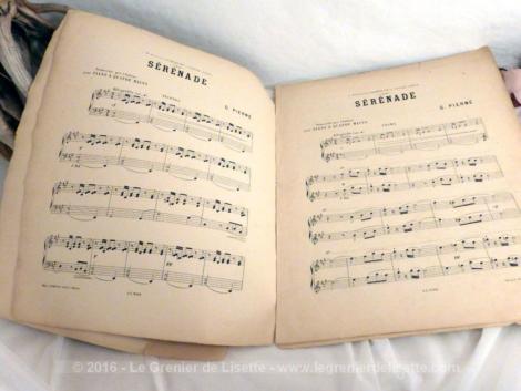 """Ancienne partition de musique du début des années 1900 au titre de """"Sérénade""""."""