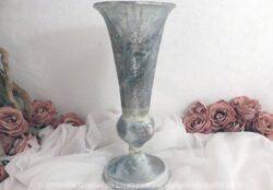 Vase en bois avec patine vieillie en style peinture à l'essuyé.