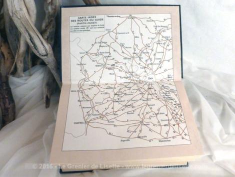"""Livre """"Les Guides Bleus"""" pour Ile de France pour l'année 1976."""