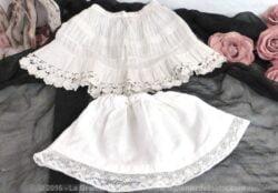 Deux jupons anciens pour poupées avec dentelle