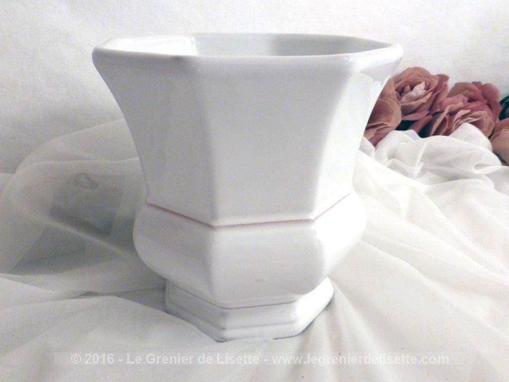 vendu pot blanc sign lallier moustier le grenier de lisette. Black Bedroom Furniture Sets. Home Design Ideas