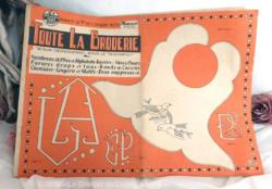 """Revue """"Toute la Broderie"""" de decembre 1957 de 8 pages internes plus 2 de couvertures ."""