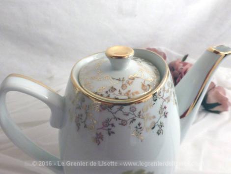 Cafetière verseuse porcelaine décors Watteau