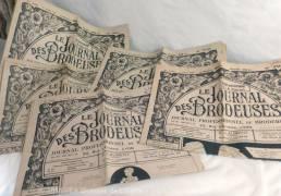 """Lot de 5 revues """"Le journal des Brodeuses"""" des années 50."""