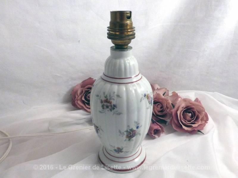 Pied De Lampe En Porcelaine Du0027Art De Couleuvre, Aux Dessins De Fleurs Et.  Pied De Lampe En Porcelaine Du0027Art De Couleuvre, Aux Dessins De Fleurs Et