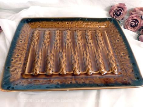 Service à asperges, avec plat et ses 6 assiettes en faïence de Sarreguemines.