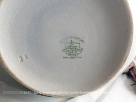 Ancienne soupière style Art Déco en faïence de Creil et Montereau, service Amsterdam, aux beaux dessins de pastilles vertes.