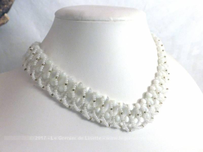 4423a0a0e36 Collier ras de cou blanc perles rocailles et verre - Le Grenier de ...