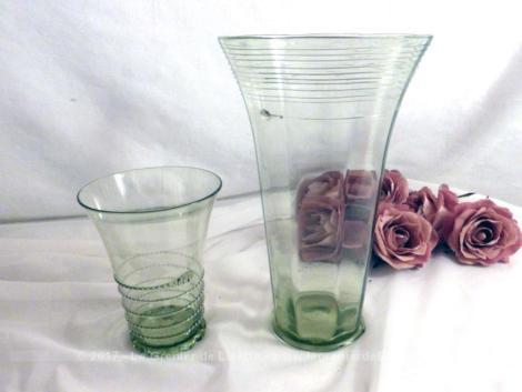 Duo de deux vases, un grand et un petit en verre très léger et décorés d'un filet de verre.