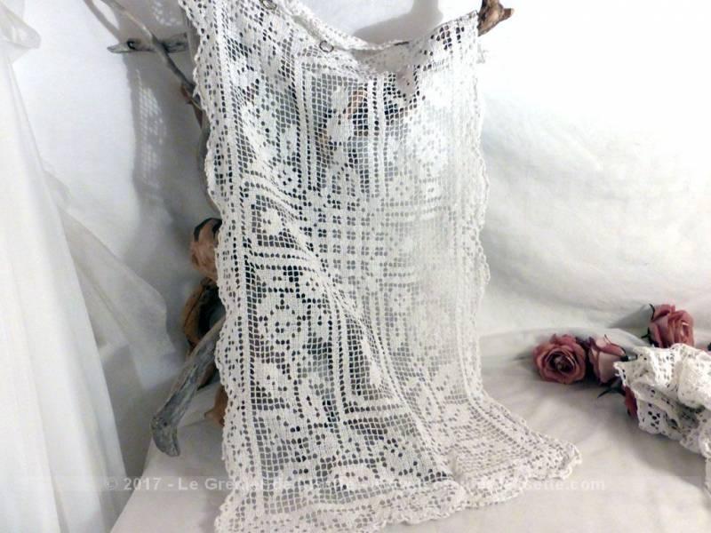 vendu ancienne petite paire de rideaux fait main au crochet le grenier de lisette. Black Bedroom Furniture Sets. Home Design Ideas