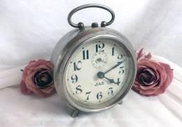 Ancien réveil Jaz de couleur métal pour décoration ou petite révision.