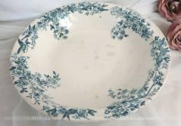 Saladier faïence Longwy fin XIX° aux beaux dessins bleus d'oiseaux et de gerbes de fleurs .