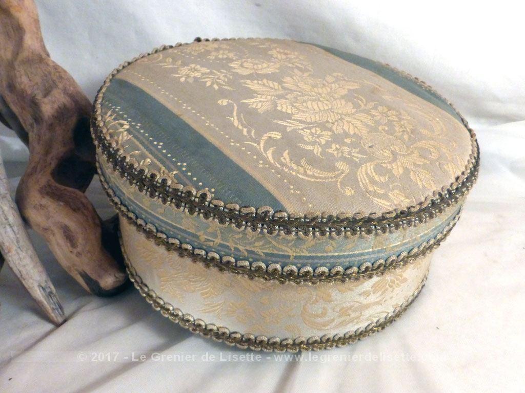 vendu boite ronde vintage en carton avec tapisserie le grenier de lisette. Black Bedroom Furniture Sets. Home Design Ideas