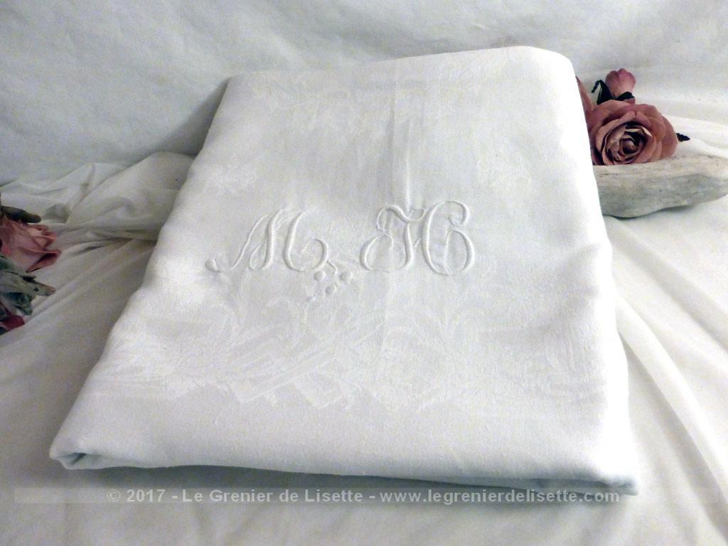 ancienne nappe blanche damass e monogrammes mh le grenier de lisette. Black Bedroom Furniture Sets. Home Design Ideas