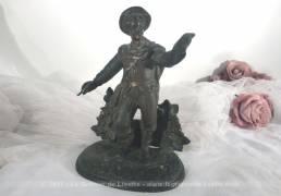 Ancienne statuette en régule représentant un poète.