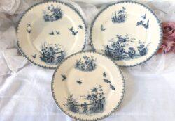 Lot de 3 assiettes aux papillons, deux assiettes plates et une assiette à dessert, modèle Tsarine de Sarreguemines.