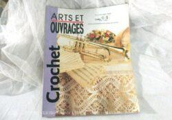 Catalogue de 1991 de Arts et Ouvrages pour des créations au crochet.