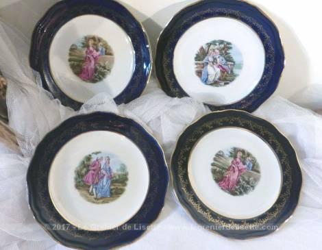 Lot de 4 petites assiettes à la bordure bleue et or avec au centre un dessin différent d'une scène romantique du XVIII .