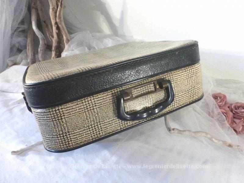 ancienne valise en carton carr e motif prince de galles le grenier de lisette. Black Bedroom Furniture Sets. Home Design Ideas