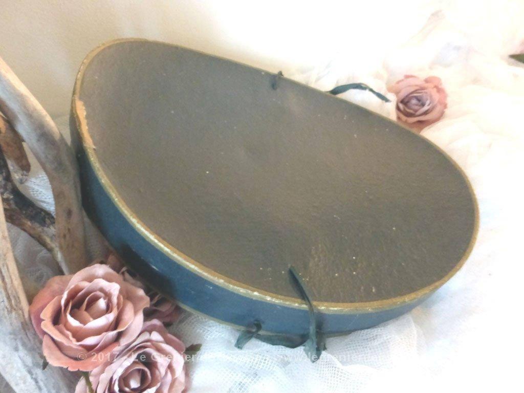 vendu boite chapeaux claque le grenier de lisette. Black Bedroom Furniture Sets. Home Design Ideas