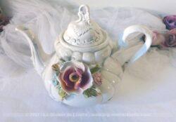 Belle cafetière verseuse en Capodimonte, en porcelaine d'Italie.