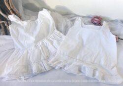Duo de robes pour bébé avec dentelle et plis religieuses. Pièces uniques .