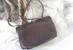 Petit sac à main vintage en lézard avec intérieur cuir.