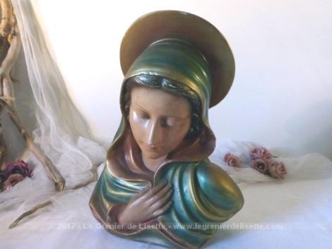 Grande sculpture d'un buste de Vierge en plâtre, signée G. Carli et portant le numéro 0258.