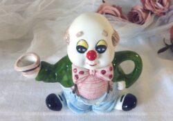 Théière originale, façon modèle anglais, en forme de clown et son nez rouge
