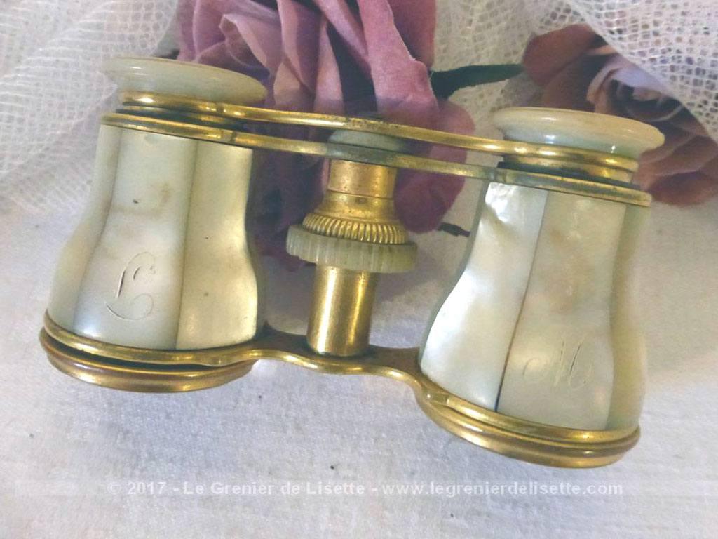vendu ancienne paire de jumelles de th tre nacre avec monogrammes lm et tui cuir le. Black Bedroom Furniture Sets. Home Design Ideas