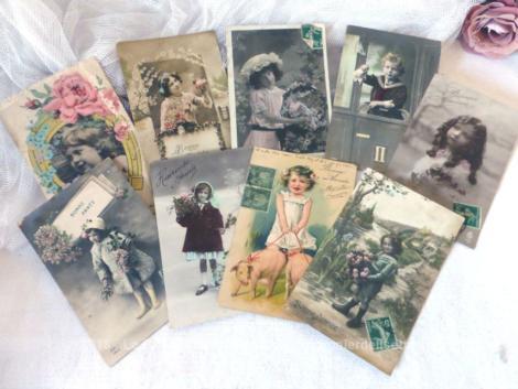 Lot de 9 cartes postales anciennes de Bonne Année avec des enfants pour modèles.