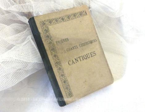 """Livre """"Prières, Chants Liturgiques, Cantiques """"du Chanoine Is. Lemaistre et daté de 1932."""